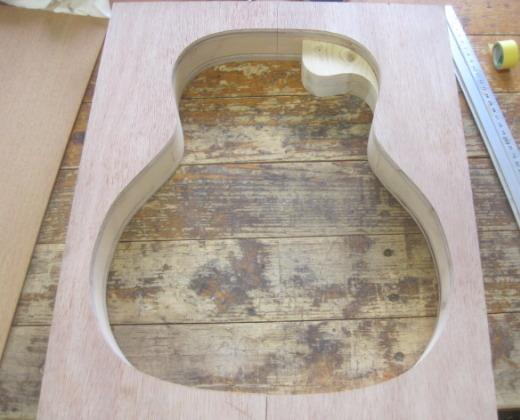 ギター型枠
