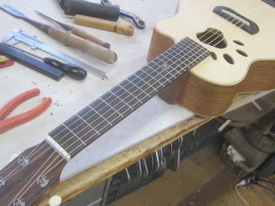 肉球ギター完成